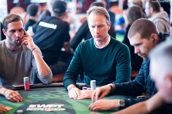 Top 3 World Funniest Poker Records